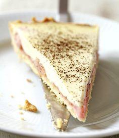 Rhabarber-Vanillecremetarte  Unglaublich gut mit der Säure des Rhabarbers und der Süße der Vanille. Klasse Kuchen