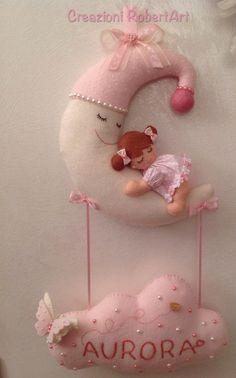 fiocco nascita luna - Cerca con Google Felt Wreath, Felt Garland, Felt Crafts, Diy And Crafts, Arts And Crafts, Felt Patterns, Baby Patterns, Mobiles, Nursery Bunting