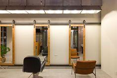 Image 2 of 15 from gallery of Ki Se Tsu Hair Salon / iks design. Photograph by Keisuke Nakagami