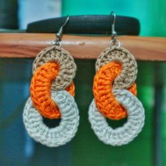 Hello Mumshies, In this video I'm going to show you how to crochet these interlocking circles earrings. Crochet Jewelry Patterns, Crochet Earrings Pattern, Crochet Bracelet, Crochet Accessories, Crochet Yoke, Crochet Faces, Crochet Dishcloths, Bead Crochet, Bead Crafts
