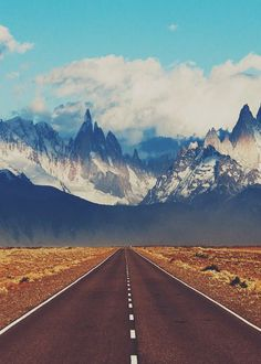 Road to El Chalten. | El Chaltén is a small mountain village in Santa Cruz Province, Argentina.