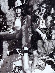 The New York Dolls were an American rock band formed in New York City in Along with the Velvet Underground and the Stooges, they were one of the first bands in the early punk rock scene. Rock Goddess, 70s Fashion, Vintage Fashion, Rock Fashion, Lolita Fashion, Fashion Boots, Fashion Dresses, Rockabilly Fashion, Style Fashion