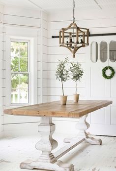 Cool 30+ Rustic Farmhouse Table Ideas To Use In The Decor #refurbishedtable White Farmhouse Table, Farmhouse Kitchen Tables, Farmhouse Furniture, Farmhouse Decor, Country Furniture, Kitchen Furniture, Rustic Decor, Tuscan Decor, Furniture Handles