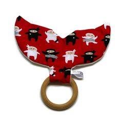 Crinkle whale tail teething ring (chop)