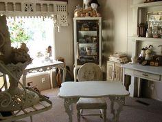 meubles-vintage-table-bois-blanc-effet-vieilli
