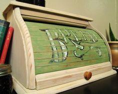 Neat bread box