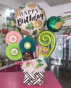Love the pineapple birthday balloon:))) Balloon Box, Balloon Gift, Balloon Bouquet, Happy Birthday Bouquet, Happy Birthday Balloons, Diy Birthday Decorations, Balloon Decorations, Birthday Ideas, Flower Box Gift