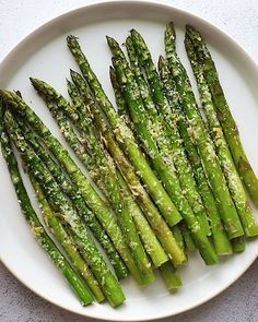 Oven roasted asparagus with parmesan cheese is the best way to eat asparagus! It�s a healthy side dish recipe that�s cooked to perfection. #asparagus #roastedasparagus #vegetables Asparagus Recipes Oven, Oven Roasted Asparagus, Asparagus And Mushrooms, Shrimp And Asparagus, How To Cook Asparagus, Grilled Asparagus, Lemon Asparagus, Healthy Side Dishes, Side Dish Recipes