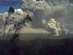 02/03/2014 - Ecuador's Tungurahua volcano exploded into life Feb. 1, blasting three times in an hour and sending Chacauco into total darkness.