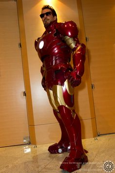 Iron Man/Tony Stark cosplay (And a frickin AWESOME one!)
