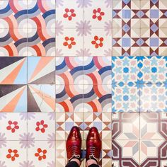 75009 - Passage du Havre . Have a nice mother's day!  . #parisianfloors#ihavethisthingwithfloors#ihavethisthingwithtiles#fromwhereistand#selfeet#paris#floor#tiles#tuttifruttiles#mosaic#carrelage#carreauxdeciment#design#pattern#patchwork#interiordesign#architecture#shoes#andressendra#patinaconcept by parisianfloors