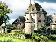 Camping Near San Francisco Medieval Houses, Medieval Castle, Palaces, French Castles, Famous Castles, Castle House, Beautiful Castles, French Chateau, Architecture Old