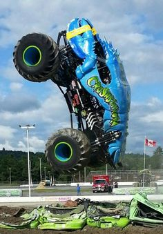 Monster Jam, Monster Truck Madness, Monster Truck Cars, Love Monster, Rc Trucks, Diesel Trucks, Snow Vehicles, Car Covers, Super Bikes