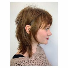 Best Picture For curtain bangs bob For Your Taste You are looking for something, and it is going to Mullet Haircut Woman, Mullet Hairstyle, Cut My Hair, Hair Cuts, Modern Mullet, Short Mullet, Medium Hair Styles, Curly Hair Styles, Short Grunge Hair