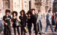 vintage everyday: White of Face and Clad in Black: These 60 Amazing Candid Snapshots That Capture Goth Scene of the 1980s