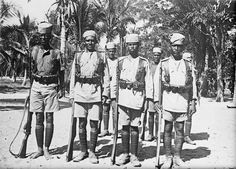 MINISTRY INFORMATION FIRST WORLD WAR OFFICIAL COLLECTION (Q 15527)   German East African Campaign. Guard of Arab rifles at prisoners of war camp, Dar-es-Salaam.