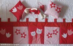 Velký kapsář mantinel za postel polštářky aj... Sewing Hacks, Sewing Tips, Christmas Tree, Quilts, Blanket, Petra, Holiday Decor, Home Decor, Scrappy Quilts