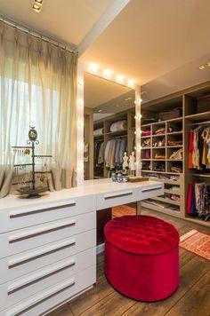 Closets com penteadeiras/bancadas de make e pias – veja dicas e modelos lindos! - Decor Salteado - Blog de Decoração e Arquitetura