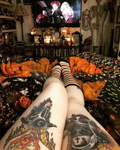 ammvnitixn: Keen for hellaweeeeen (not actually. - Halloween is a Lifestyle Halloween Room Decor, Casa Halloween, Dark Home Decor, Goth Home Decor, Gypsy Decor, Horror Room, Horror Decor, Gothic House, Gothic Room