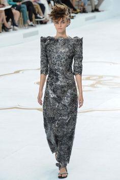 Chanel 2014 Couture Sonbahar Koleksiyonu - Hiç kimsenin gerçekleştiremeyeceklerini gerçekleştiren, Chanel'e bir milyon parçalık bir süpermarket oluşturan Karl Lagerfeld'in idaresindeki Chanel'in Paris'teki 2014 Couture sonbahar defilesi;