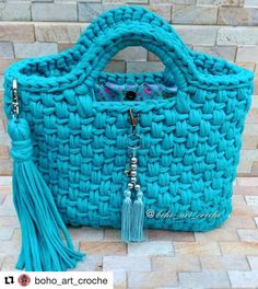 Next Previous Bom domingo! Bag Crochet, Crochet Handbags, Crochet Purses, Crochet Stitches, Crochet Patterns, Diy Crafts Crochet, Crochet Projects, Crochet With Cotton Yarn, Crochet Shoulder Bags