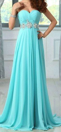 Bleu turquoise la robe pour un bal en été