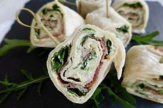Rucola-Schinken-Wraps Arugula ham wraps, a refined recipe from the cheese category. Gourmet Sandwiches, Healthy Sandwiches, Sandwiches For Lunch, Sandwich Recipes, Snack Recipes, Ham Wraps, Lunch Wraps, Prosciutto, Tartiflette Recipe