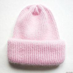 вязаная спицами шапка с отворотом. Фото №3