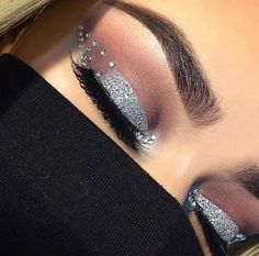 Eye shadow is the cornerstone of good make up application. After all, who doesn't want bigger, more beautiful eyes that sparkle with complimentary shadow? Makeup Goals, Makeup Inspo, Makeup Art, Makeup Inspiration, Makeup Tips, Beauty Makeup, Makeup Tutorials, Makeup Style, Makeup Ideas