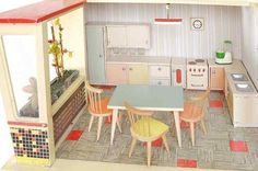 Puppenhäuser 50er // great website with lots of old toys for dollhouses!!