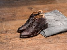 REHAB Adriano Croco Cafe #rehabfootwear #neveroutofstyle #crocodileprinted #croco #unqiuedetails #handmade #qualityshoes #menstyle