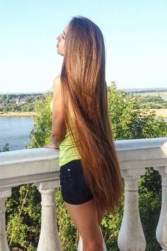 How to Prevent Split Ends, Because Those Pesky SOB's Can't Actually Be Repaired Thick Hair Bob Haircut, Bob Hairstyles For Thick, Permed Hairstyles, Cool Hairstyles, Rapunzel Hair, Beautiful Long Hair, Amazing Hair, Natural Hair Styles, Long Hair Styles
