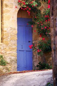 I kind of wish I had a blue front door.