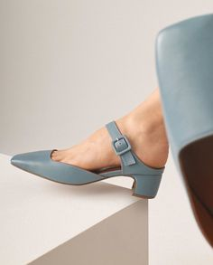 Swish and austerity - shoes - - Schuhe - Sapatos Pretty Shoes, Beautiful Shoes, Cute Shoes, Me Too Shoes, Ankle Strap Heels, Ankle Straps, Daily Shoes, Shoe Boots, Shoes Sandals