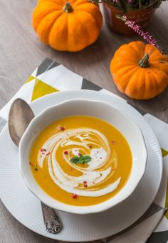 Soup recipes 41447259048346371 - Soupe_Courge-chataîgnes Source by sylviegan Easy Dinner Recipes, Fall Recipes, Soup Recipes, Chicken Recipes, Healthy Recipes, Recipies, Yummy Food, Tasty, Detox Soup