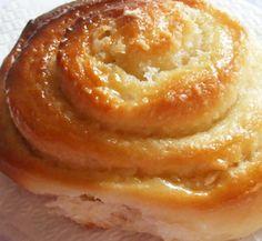 Prepare a receita de Pão Doce com algum tempo para que possa deixar a massa a levedar o tempo necessário