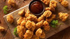 Kananugetit on helppo tehdä itse esimerkiksi illanviettoa varten.  Copyright: Shutterstock. Kuva: Shutterstock.
