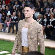 10 Exciting Moments From Chanel's Spring 2016 Haute Couture Show Mens Boots Fashion, Fashion Wear, Boy Fashion, High Fashion, Paris Fashion, Moda Chanel, Chanel Men, Channel Jacket, Chanel Tweed Jacket