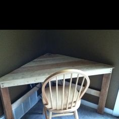 Pallet corner desk! Simple and beautiful!