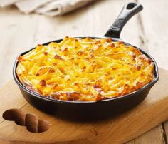250 grams macaroni 250 grams mature cheddar (or red leicester or mix of both) 250 millilitres evaporated milk 2 large eggs grating of fresh nutmeg salt (to taste) pepper (to taste) Nigella Lawson, Evaporated Milk, Macaroni Cheese, Large Egg, Cheese Sauce, Greek Recipes, Vegetarian, Stuffed Peppers