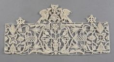 Claude Vuille, expertise for auction of antique laces. Rare Aemilia Ars needle lace with coat of arms of the Orsini Malvezzi family, Punto in Aria, Italy, Bologna, beginning of the 20th cent, created from a model of Passerotti published in 1591.