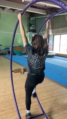 Gymnastics Tricks, Gymnastics Skills, Gymnastics Workout, Dance Music Videos, Cool Music Videos, Dance Choreography Videos, Cool Dance Moves, Dance Tips, Crazy Funny Videos