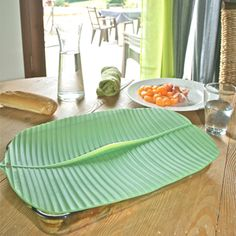 "Charles Viancin Banana Leaf Lid, 10"" x 10"" his simple storage tool fits over any appropriately sized vessel, creating an airtight and watertight seal. Bring it along to a picnic or a barbecue to keep food warm and covered. Easily put away leftovers after dinner by simply plopping the lid on top of dishes – it's freezer, oven, and refrigerator safe."