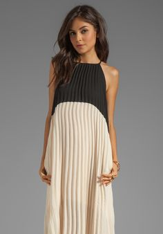 LINE & DOT Color Block Pleated Dress in Noir/Champagne