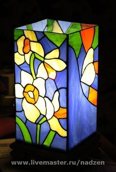 Stained glass daffodils lamp