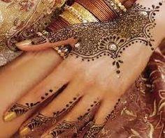 """Képtalálat a következőre: """"henna tattoo hand designs"""""""