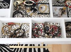 Ideas for jewerly organice drawer ikea pax wardrobe Ikea Pax Wardrobe, Ikea Closet, Wardrobe Closet, Jewelry Drawer, Jewellery Storage, Closet Organization, Jewelry Organization, Walk In Closet Inspiration, Ikea Storage