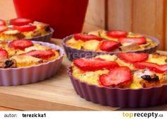 Žemlovka z mazance s jahodami Muffin, Breakfast, Food, Morning Coffee, Essen, Muffins, Meals, Cupcakes, Yemek
