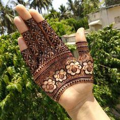 Rose Mehndi Designs, Latest Henna Designs, Back Hand Mehndi Designs, Stylish Mehndi Designs, Mehndi Designs For Girls, Mehndi Designs For Beginners, Mehndi Design Photos, Wedding Mehndi Designs, Beautiful Mehndi Design