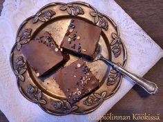 Kääpiölinnan köökissä: Ihana, mehevä suklaakakku ♥ Desserts, Food, Tailgate Desserts, Deserts, Essen, Postres, Meals, Dessert, Yemek